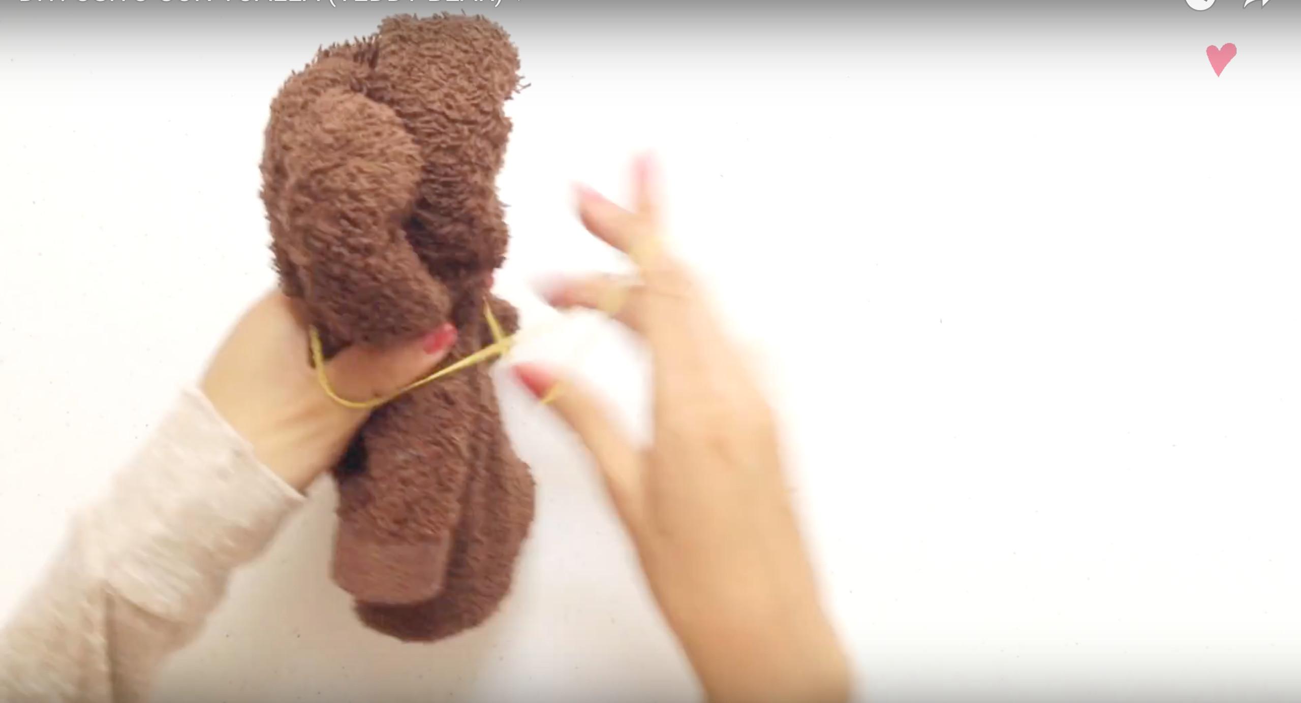 ▲DIY毛巾泰迪熊。(圖/翻攝YouTube)
