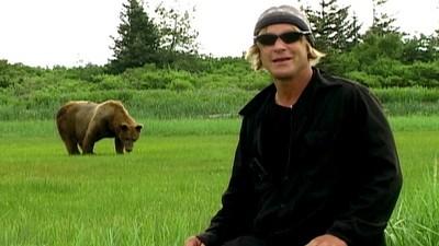 致力保育灰熊13年…他與女友雙雙葬身熊腹 錄下死亡哀鳴