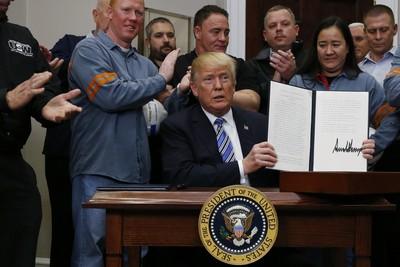 快訊/「不想繳稅就到美國建廠」川普批准徵進口鋼鋁重稅!加墨除外