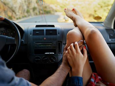 比坐副駕還扯!老公趕老婆孩子下車 驅車急趕10公里外接女同事