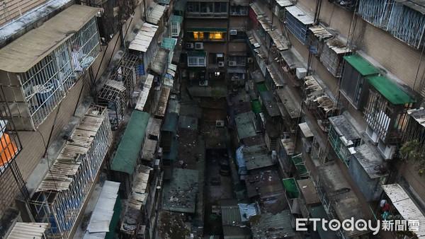 ▲地震抖出建築危機  周錫瑋推防災性都更。(圖/記者謝婷婷攝)