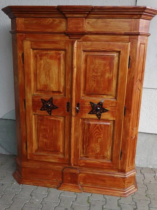 ▲ 警方撬開衣櫃,發現一名男子躲在裡面。(圖/取自免費圖庫pixabay)