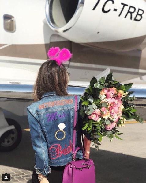 土耳其富商巴薩朗的28歲女兒米娜(Mina Basaran)和姐妹參加單身派對,全程墜機全罹難。(圖/翻攝「minabasaran」Instagram)