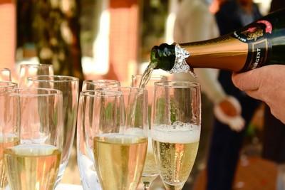 喝香檳也會醉?研究揪「地雷酒精」 關鍵竟是氣泡!