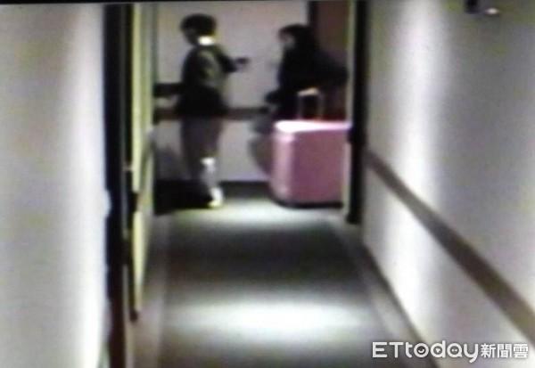 ▲▼畫面曝光!港女最後身影拉著粉紅行李箱 卻成「裝屍箱」(圖/記者楊佩琪翻攝)