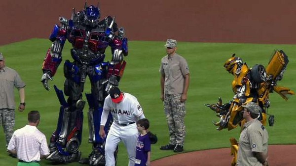MLB/你沒看錯 柯博文與大黃蜂現身球場