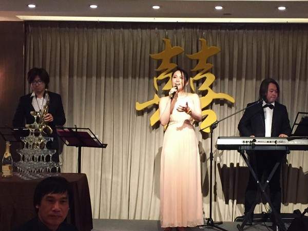▲劉行格除了演藝事業,平常也會接婚禮歌手的工作。(圖/取自劉行格臉書)