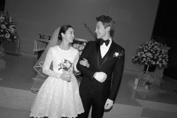 ▲▼RAIN和金泰希婚禮照。(圖/翻攝自韓網)