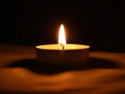 「鄰居人太好」壓力大 停電被敲門遞蠟燭 網友:像恐怖故事