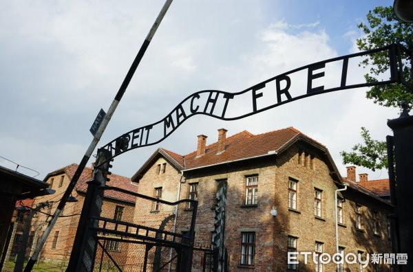 ▲▼二戰期間,納粹德國在波蘭建造了六個大型集中營,其中以奧斯威辛集中營 (Auschwitz Concentration Camp)規模最大,共有110多萬名猶太人在此喪生。集中營內迄今保存當年猶太人的遺物,也可以看到毒氣室與焚燒屍體的火化爐等等。(圖/記者譚志東攝)