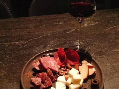「給我最貴的wine!」星二代上bar喝爛醉 砸杯嗆:你以為我誰