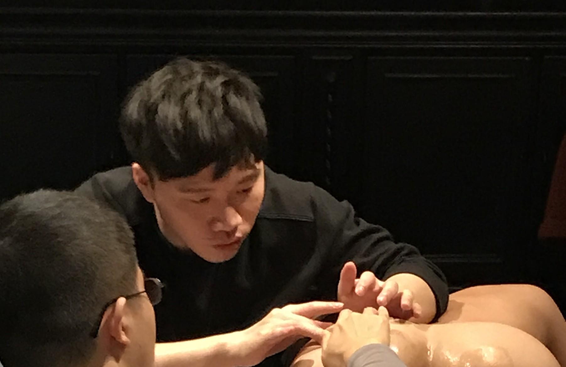 ▲徐豪謙擔任性愛工作坊講師。(圖/異物梗色提供)