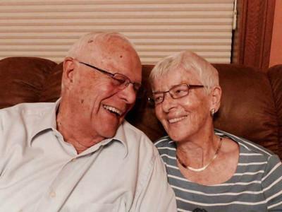 真愛!88歲暖爺照顧失智症妻子,替她記住喜好習慣、搭配每日穿搭