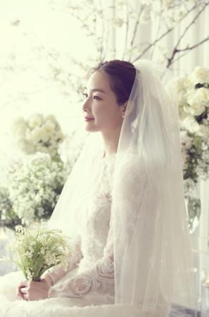 ▲崔智友首度公開婚紗照。(圖/翻攝自韓網)