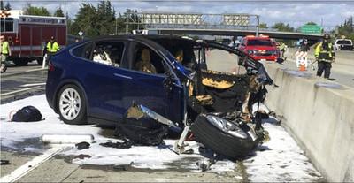 台裔工程師「開特斯拉自駕」撞車亡!美報告出爐:撞擊前用iPhone玩手遊