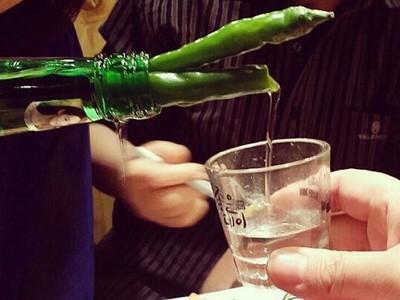 韓國瘋傳「辣椒燒酒」一乾火線爬進喉嚨 張嘴就變小火龍啦