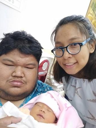 小護士愛上120公斤「胖球男」 近況曝光替他生小BB。(圖/取自Puwadol Kumthai臉書)