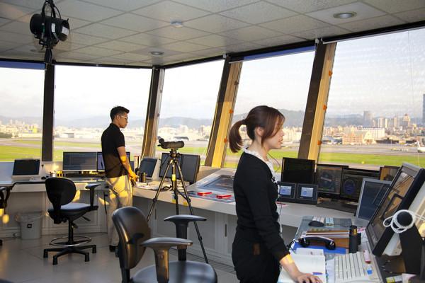 「航管人員挑戰大 待遇優於一般公務員」的圖片搜尋結果