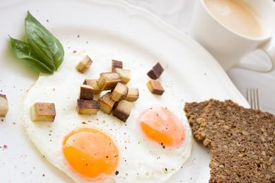 「雞蛋配豆漿」會中毒? 專家公佈真相:熟度竟是關鍵!
