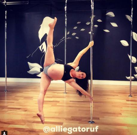 ▲▼懷孕39周的孕婦賽普斯(Allison Sipes)跳鋼管舞。(圖/翻攝自IG/alliegatoruf)
