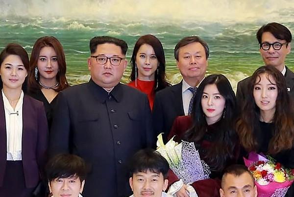 ▲▼金正恩合照時站在女團Red Velvet隊長Irene旁邊。(圖/CFP)