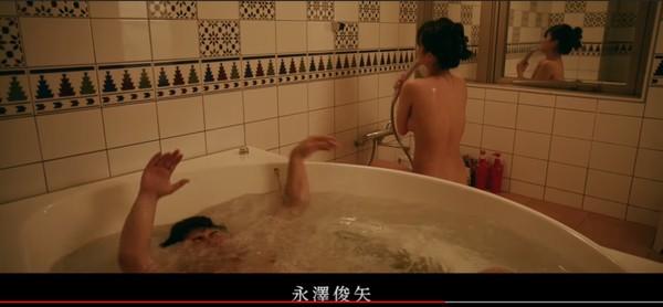 ▲蒼井空陪客人洗澡,全裸淋浴。(圖/翻攝自YouTube)