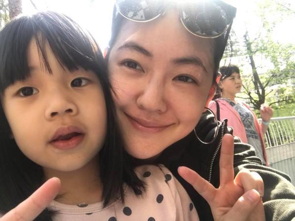 ▲小S最近帶女兒們,到日本過清明連假,一併替許老三慶生。(圖/取自小S臉書)