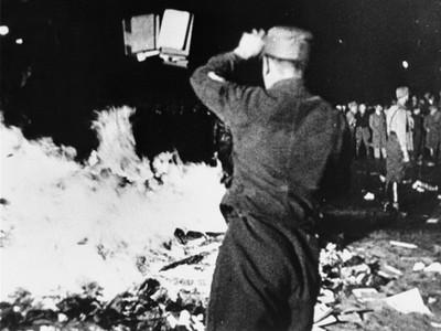 罵租書店「文學妓院」 納粹德國版紅衛兵 搶書燒書逼老師也加入