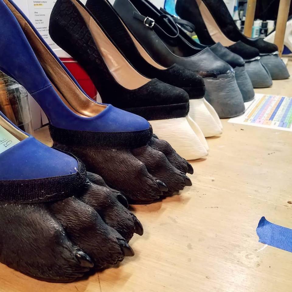 ▲「马蹄高跟鞋」(Hoof Shoes)网路爆红(图/翻摄自Chaos Costumes FB)