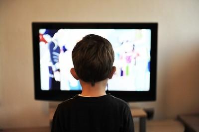 電視看太久會肥!醫揭幼童恐有4危害