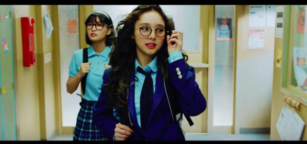 ▲▼子瑜在TWICE新歌MV中,扮男又扮女。(圖/翻攝自YouTube)