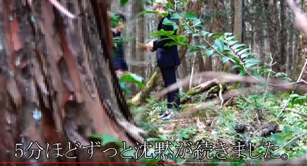 ▲▼日本網紅前進自殺樹海,成功勸男子放棄輕生。(圖/翻攝自YouTube)