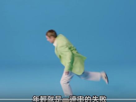 ▲北野武跌倒的廣告。(圖/翻攝自youtube)