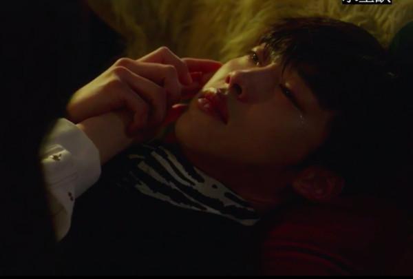 ▲▼《偉大的誘惑者》禹棹煥忍不住去接喝醉酒的Joy。(圖/翻攝自MBC)