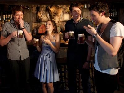 魔法、特務、逛酒吧!英國酒吧文化融進血液裡 連哈利波特都參一咖