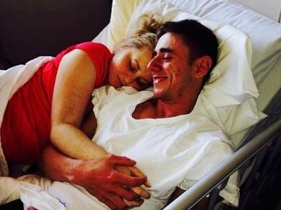 共擠一張病床認愛!玩伴攜手對抗纖維性囊腫 不敵病魔陰陽相隔