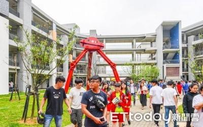 大園國中新校舍 航廈造型成地標