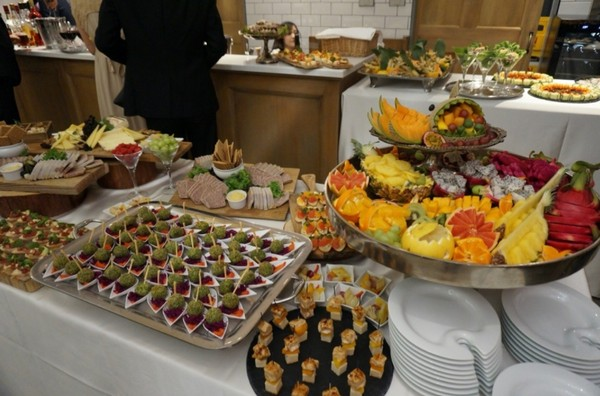 ▲婚宴,愛妻挺8月大肚現身。(圖/翻攝自PIKO太郎部落格)