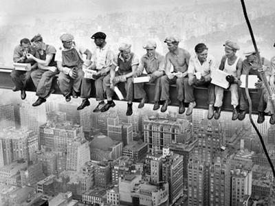 69層高空大樓上愜意吃午餐?原來是宣傳搞噱頭...工人為生活搏性命