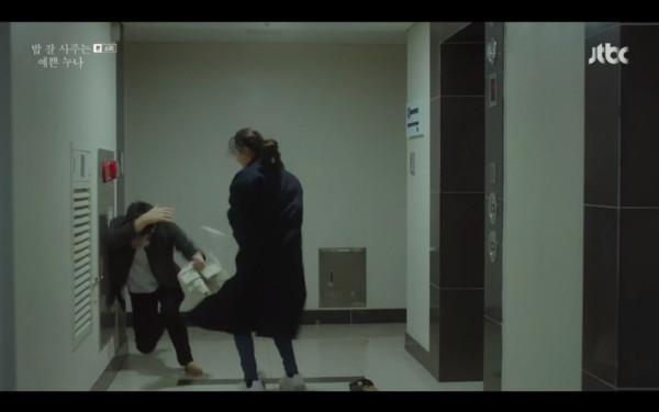 尹珍雅發現前男友拿不雅照威脅她。(圖/翻攝自JTBC)