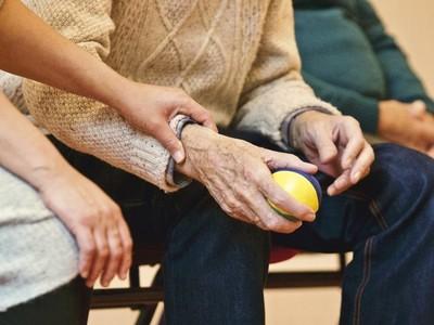 叫阿公看A片「補腦力」!日本醫證實:性幻想改善阿茲海默症
