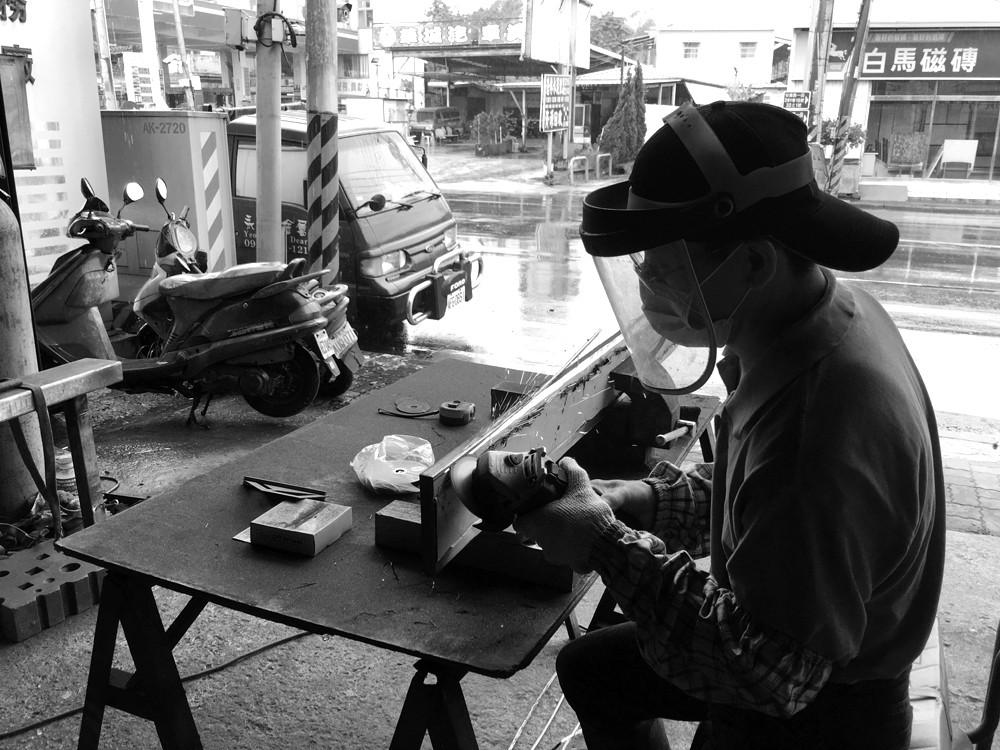 ▲▼《做鐵工的人》(圖/業者柿子文化提供)