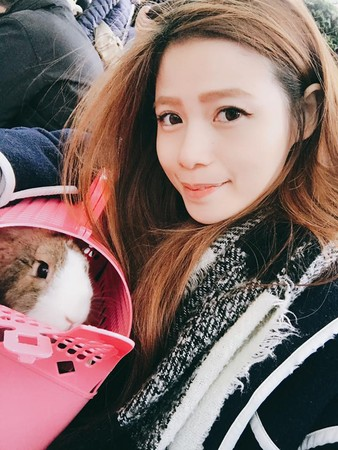 ▲▼大學生女星半夜2點公園找棄兔(圖╱翻攝自蘿莉塔臉書)