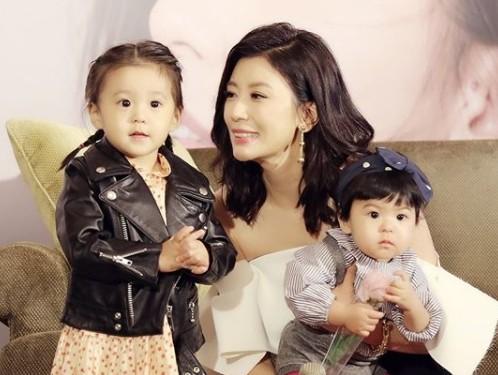 ▲贾静雯最近带着一双宝贝女儿,参加大陆亲子实境秀。(图/翻摄自贾静雯Instagram)