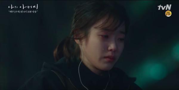 ▲《我的大叔》IU失手殺人過去揭開! 跪地痛哭(圖/翻攝自tvN)