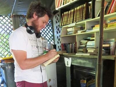 被偷還是繼續開 「誠實書店」24小時不關門 讓失意的人有處可去