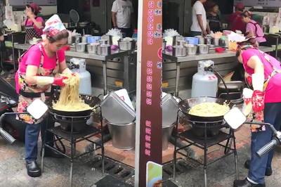 鐵砂掌炒麵!60年早餐店:手套乾淨