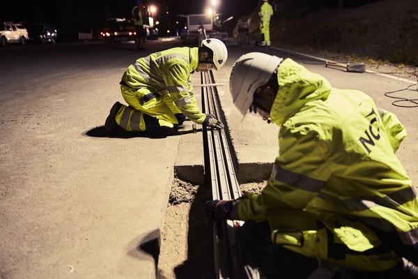 ▲世界第一條「電力公路」在瑞典!提供用路人電力補給。(圖/翻攝自eRoadArlanda)