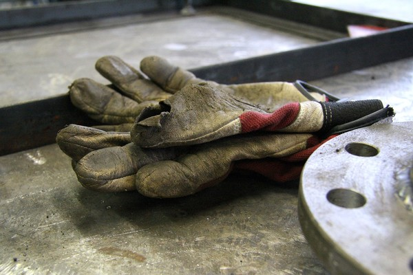 ▲▼手套,做工,工人,黑手,焊接,工地。(示意圖/Pixabay)