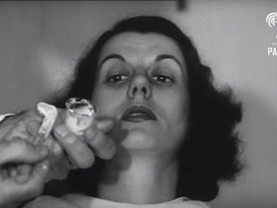 把熱蠟和水倒入眼睛!70年前隱形眼鏡這樣製造 感覺眼睛在尖叫